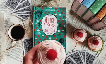"""Ricette per i libri: cupcake ai lamponi per """"Alice nel paese delle meraviglie"""""""
