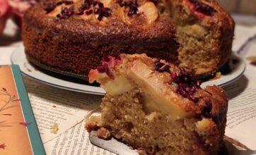 """Ricette per i libri: torta di mele noci e melograno per """"Non c'è niente di male a essere felici"""""""