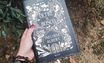 """Oltre il bosco"" di Melissa Albert: una moderna Alice a Hazel Wood"